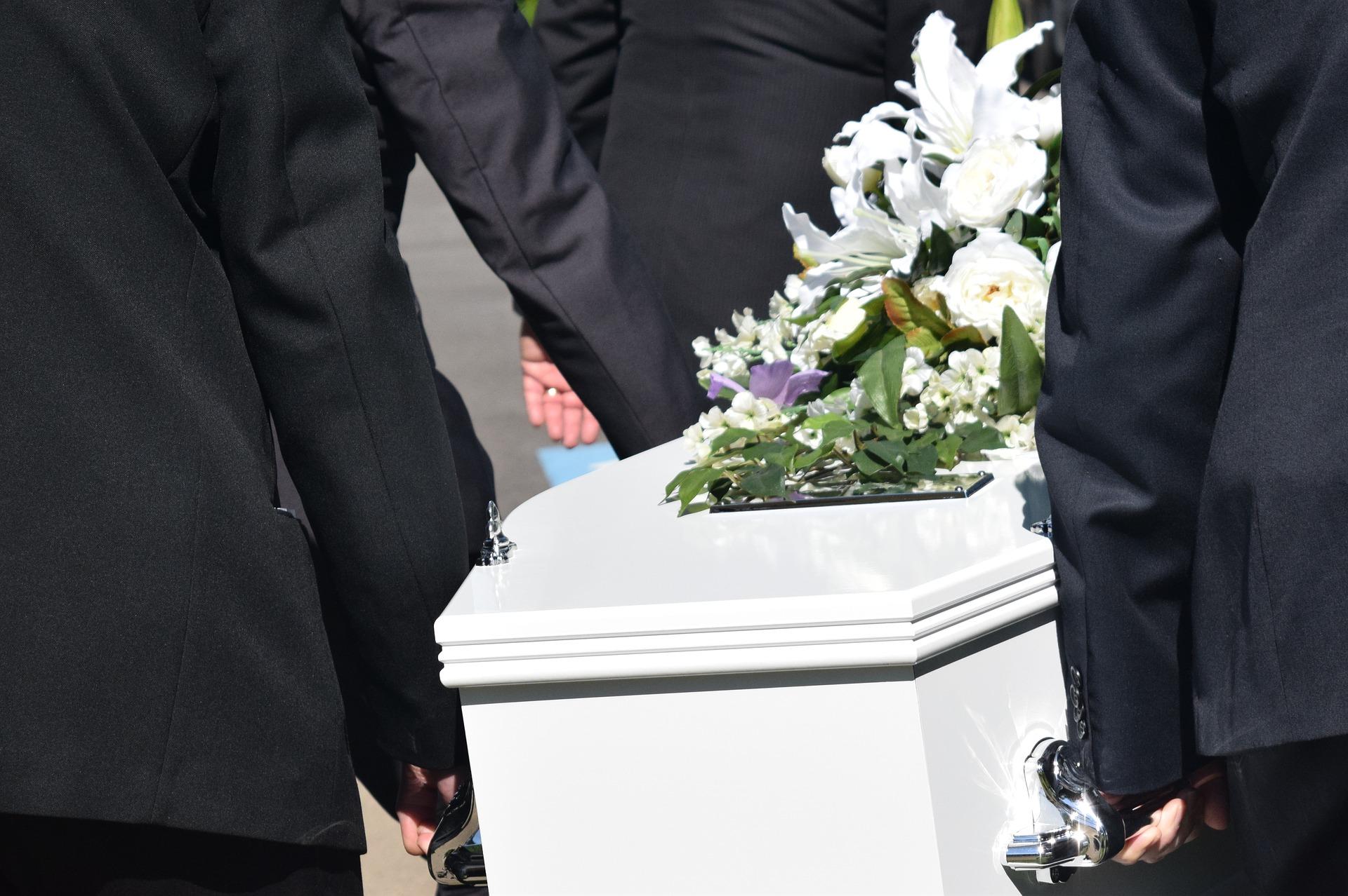 pohrebné služby Púchov - rakvy, smútočná výzdoba
